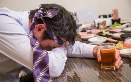 酔いつぶれた課長